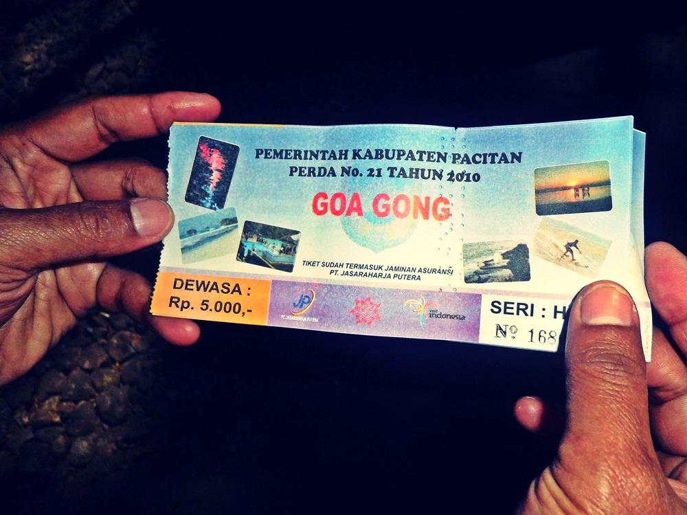 Family Trip Goes To Pacitan Goa Gong