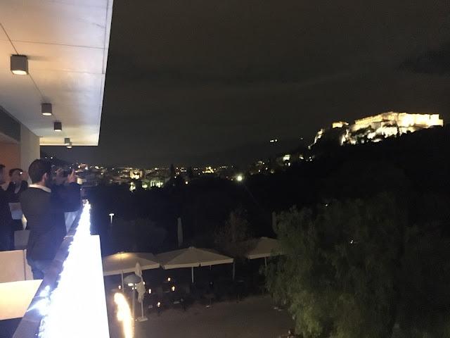 Vedere catre Acropolis de la etajul 3 al restaurantului din Athena