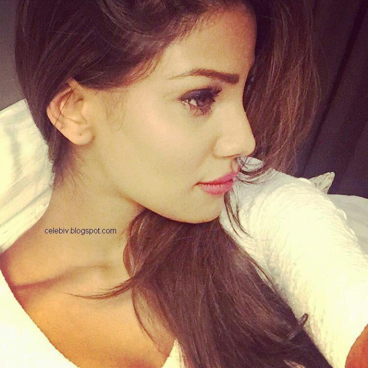 nicole faria selfie closeup face pic