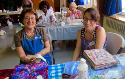 art miriam schulman chatting with classmate at an art retreat http://schulmanart.blogspot.com/2015/06/lets-go-on-art-retreat.html