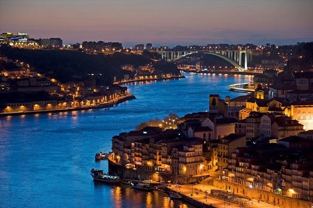 Noite na cidade do Porto