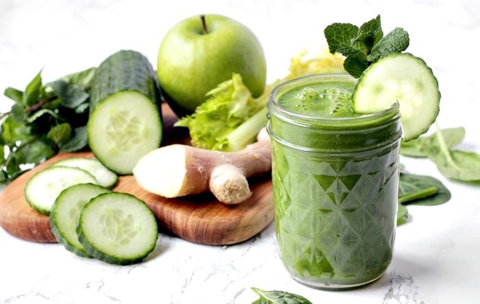 beneficios para la salud de tomar jugos verdes y efectos negativos