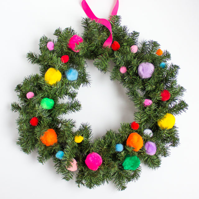 Five minute pom-pom Christmas wreath!