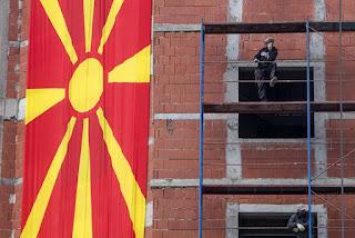 Οι ΗΠΑ πυροβολούν… τα πόδια τους με την ονομασία της ΠΓΔΜ