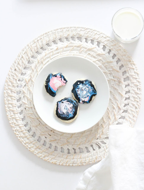 Cute cookie decor to celebrate the solar eclipse on August 21st!