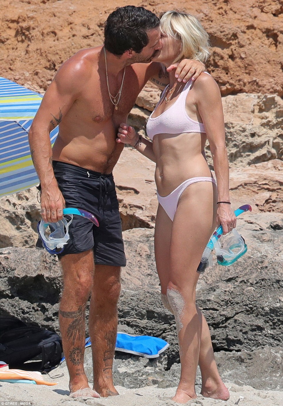Robin Wright passionately kisses her husband Clement Giraudet during honeymoon in Spain