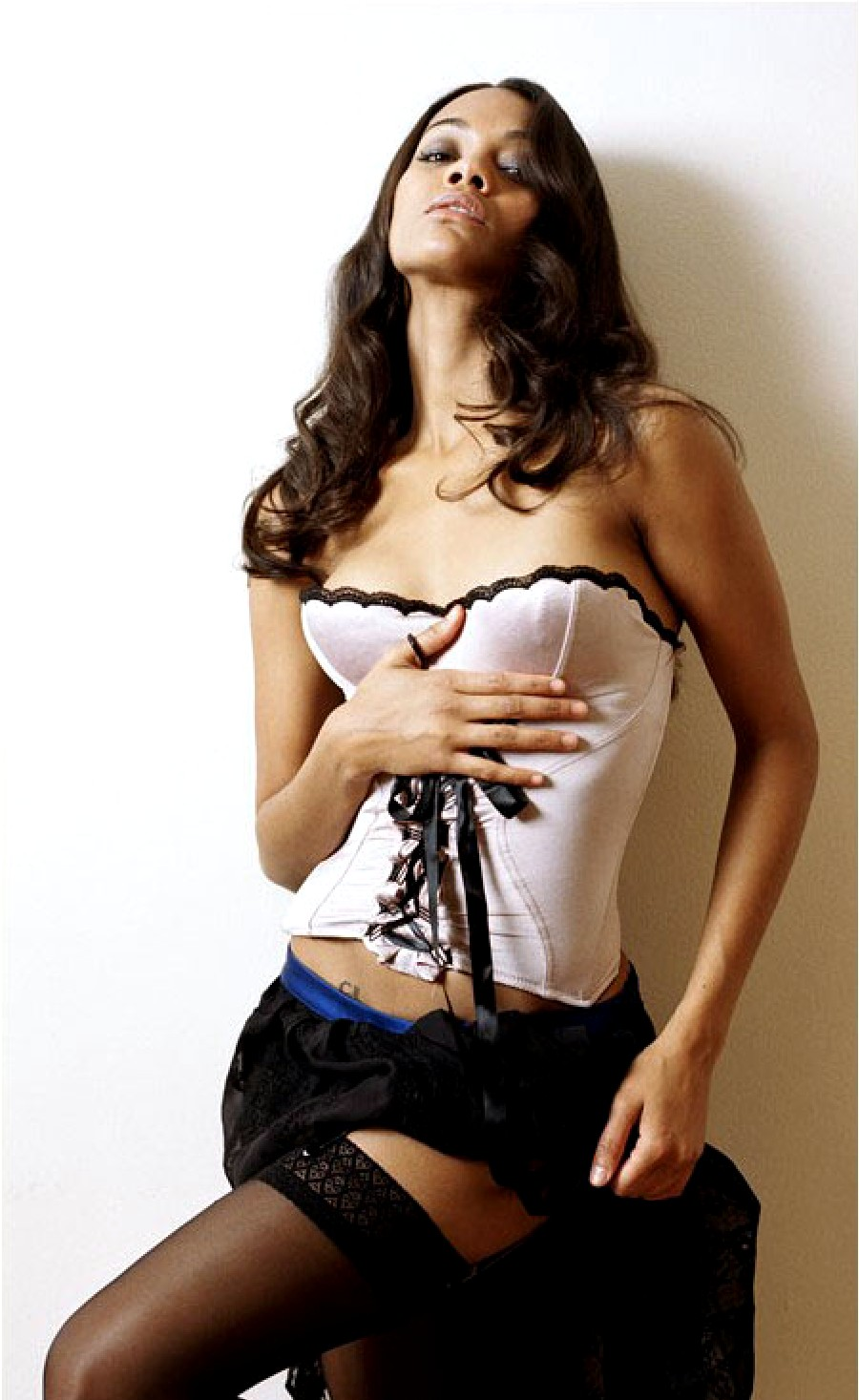 Zoe Saldana hot hd wallpapers - Sports Updates