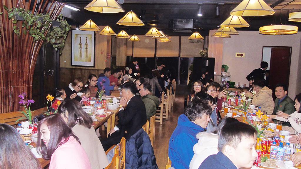 Một số hình ảnh về bữa tiệc tất niên - http://viettamduc.com Dương Văn Bốn