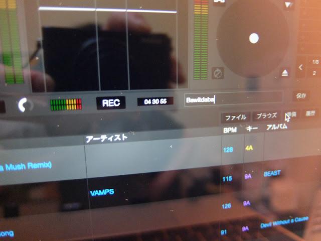 DJ教室のレッスンでセラートDJの使い方を教えている模様です。