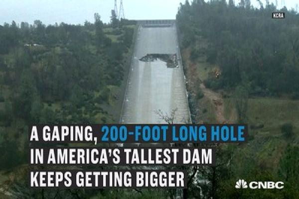 Tallest US dam has a damaged spillway which causes the evacuation of