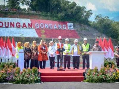 Jokowi  Inaugurates Gondang Dam in Karanganyar, Central Java