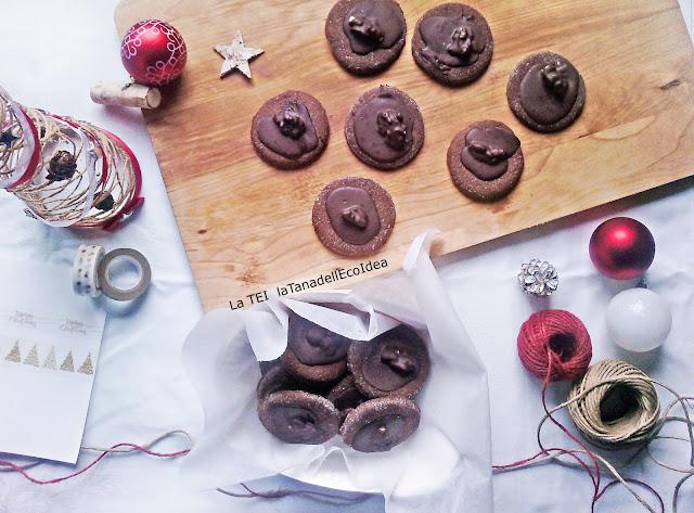 Regalo di natale , biscotti al cioccolato e noci
