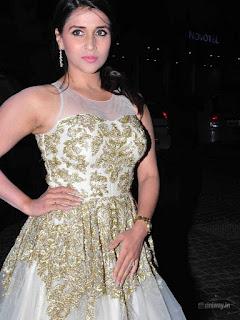 Mannara-Chopra-Stills-at-Britannia-Filmfare-Awards-2016