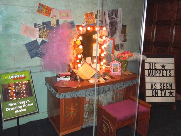 Muppets Most Wanted Miss Piggy Berlin dressing room set