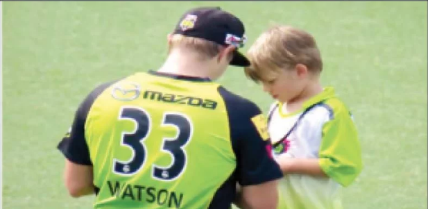 Shane Watson's son was in the field to take the autograph during the match