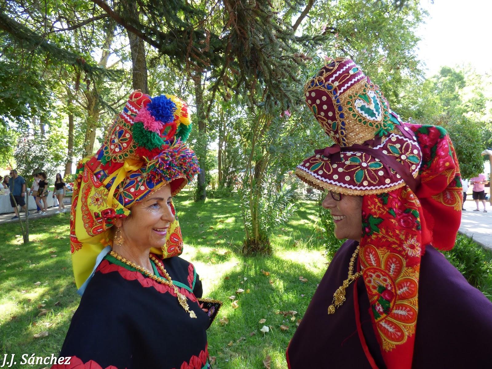 Montehermoso Cultural  Sobre la Gorra y el traje típico de Montehermoso d2bdf3b96998