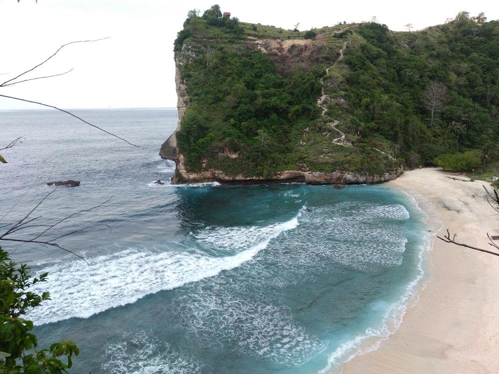Treking Seru ke Pantai Atuh Nusa Penida
