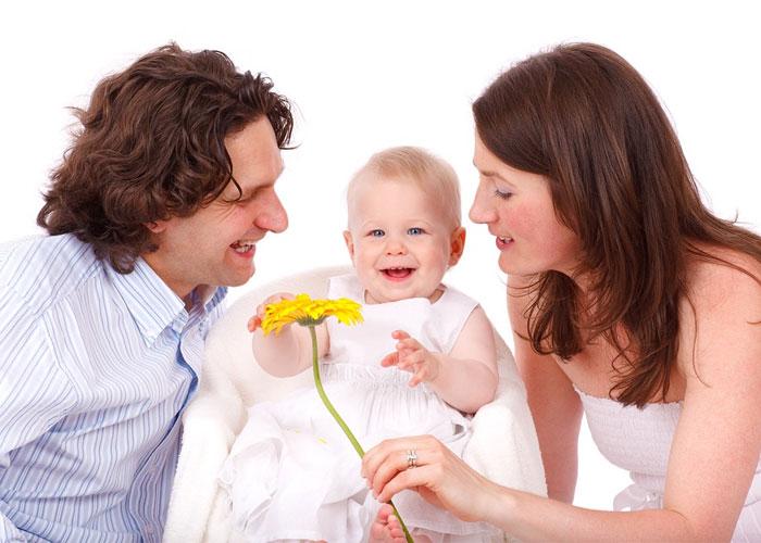 marido e mulher com filho