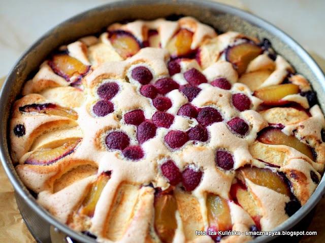 ciasto biszkoptowe, biszkopt z owocami, owoce, lato, ciasto na niedziele, moje wypieki, domowe wypieki, ciasta domowe, najsmaczniejsze ciasto, proste ciasto