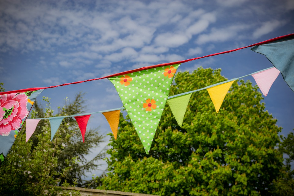 Homemade Garden Ideas: Bunting For The Outdoors