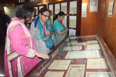 visitors of the Scripophily exhibition in Chennai Government Museum