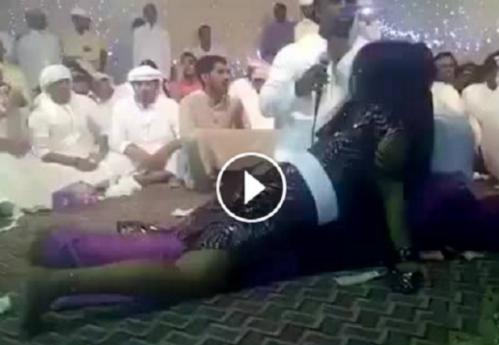 Mengejutkan!! Wanita Ini Tiba-tiba Kesurupan di Waktu Orang-orang Sedang Berdoa...