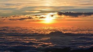 sole con nuvole al tramonto