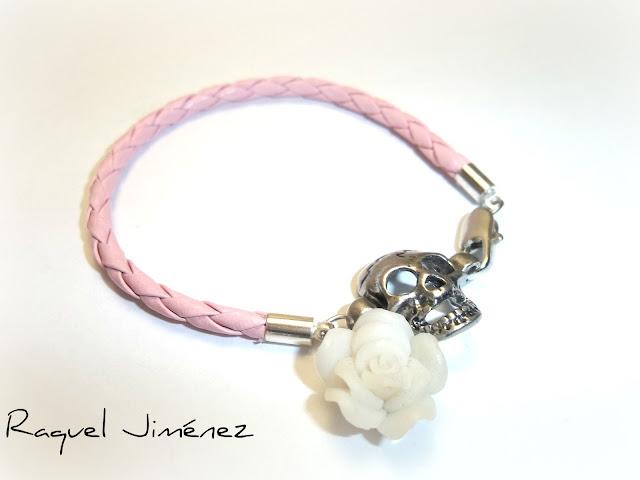 pulsera rosa con calavera