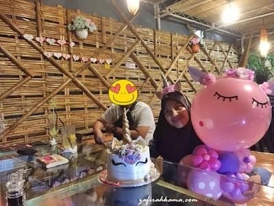 unicorn kek, kek unicorn sedap, kek unicorn murah, kek murah, pembuat kek penang, homemade cake penang, birthday girl, juy babies, resto pagar buluh, review resto pagar buluh, sedap tak resto pagar buluh,