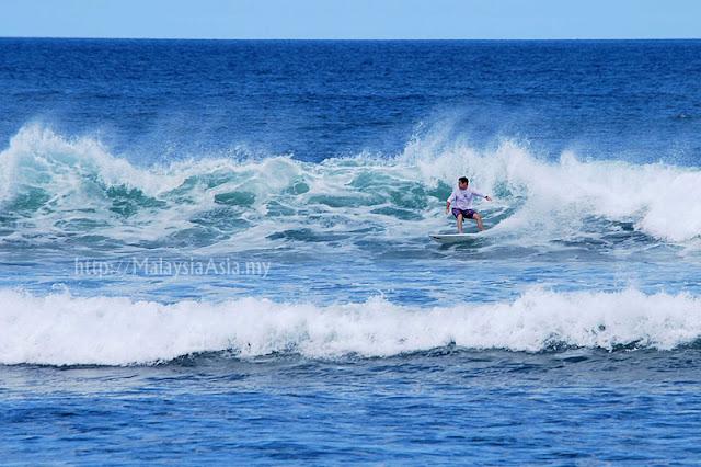 Surfing Echo Beach Bali