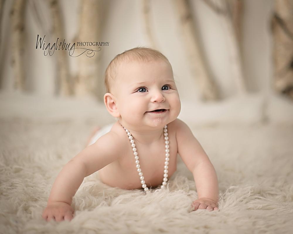 DeKalb Sycamore Newborn and Baby Plan Photographer 4 month milestone session