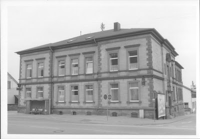 Die ehemalige Taubstummenanstalt 1975 nach der Erweiterung der Darmstädter Straße Foto: D. Wink, Stadtarchiv Bensheim