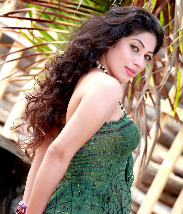 Sri Lanka Fashion Blog: Sri Lankan Fashion Model Anusha