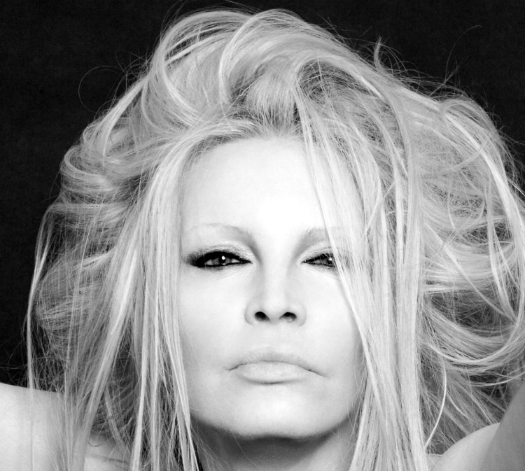 Patty Pravo on The Moon