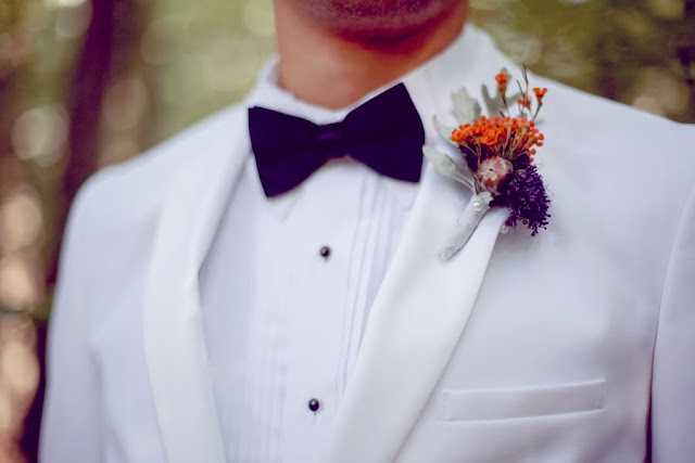 bride+groom+orange+green+violet+purple+lavender+black+halloween+wedding+october+fall+autumn+goth+gothic+day+of+the+dead+dia+de+los+meurtos+nuptials+cake+dessert+table+bridesmaid+bouquet+skeleton+skull+noir+studio+13 - The Other Side