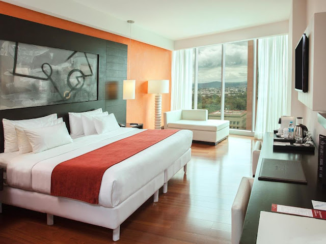 The NH Collection Guadalajara Providencia is a hotel located in the financial district that allows you to enjoy incredible panoramic views. Book it now!