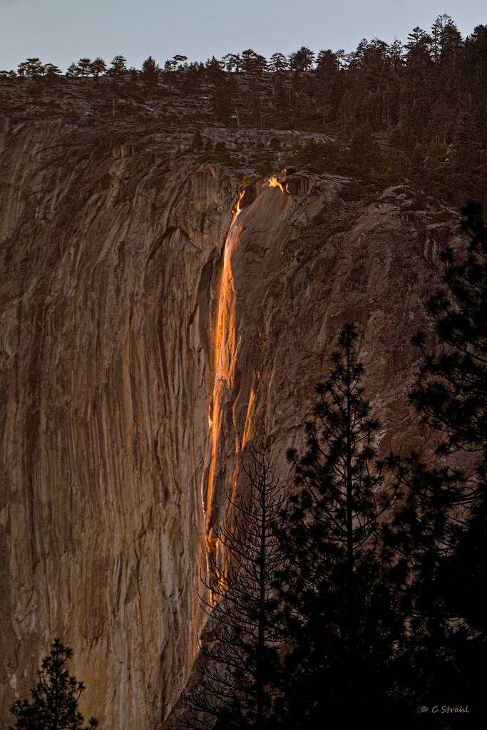 Lit Vertical Horsetail Fall – Fantastic Firefall Of Yosemite ~ Kuriositas