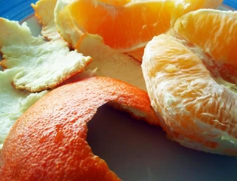 Corteza y pulpa de una naranja