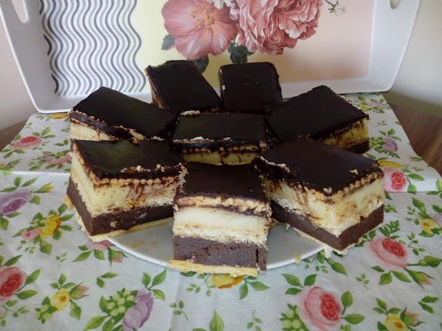 kaszowiec kaszak ciasto z kaszy manny bez pieczenia ciasto z kaszy mannej na zimno ciasto na herbatnikach ciasto waniliowo czekoladowe ciasto z polewa czekoladowa proste szybkie ciasto