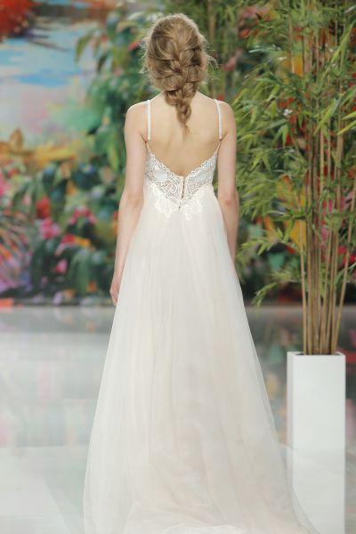 Bellos vestidos de novias | Colección con escote en la espalda
