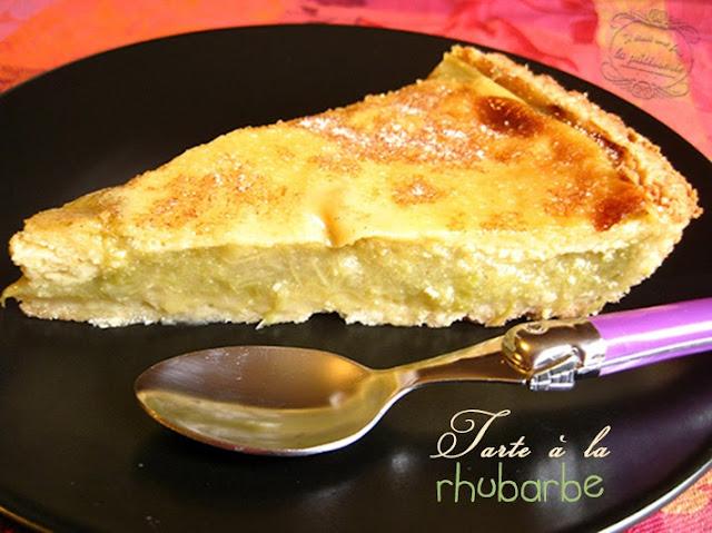 Tarte à la rhubarbe avec crème et pâte sablée