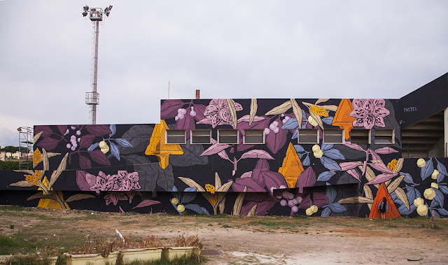 From Argentina to Italy! Pastel is now in Gaeta where he was invited to paint a new piece for the Memorie Urbane Street Art Festival 2015.