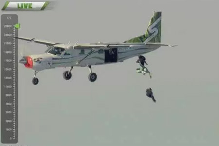 Skydiver Luke Aikins jumps 25000 feet without parachute