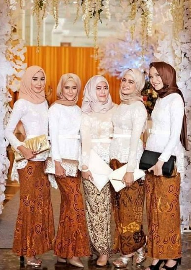 Muslimah Fashion Trend Baju Muslim Kebaya Modern Kombinasi Batik