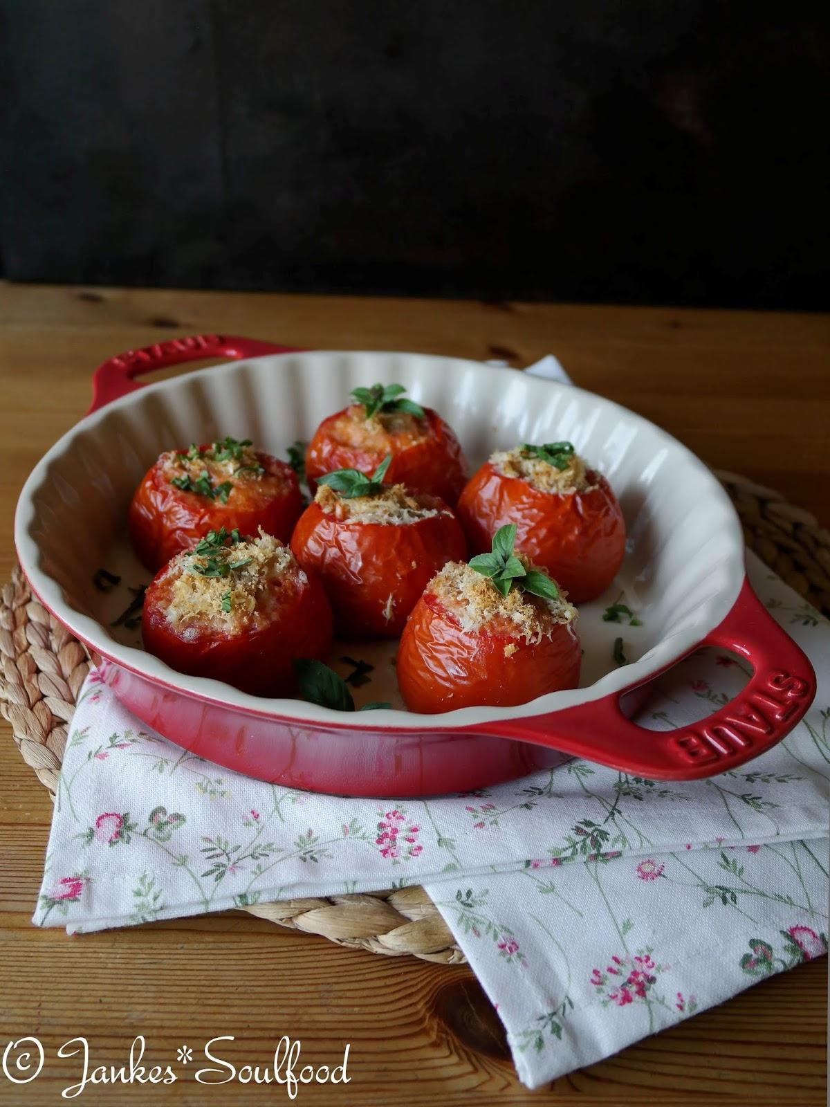 Mit Reis gefüllte Tomaten