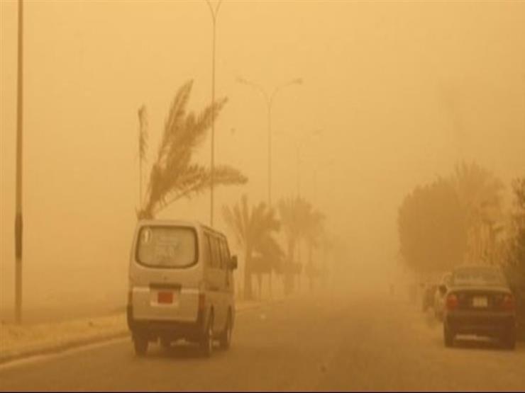 بالصور- رياح وأتربة تضرب القاهرة.. والأرصاد: أمطار قادمة