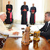 'Estamos con una profunda alegría de tener el primer encuentro con Su Santidad el Papa Francisco', dijo Presidente Duque a su llegada a Roma