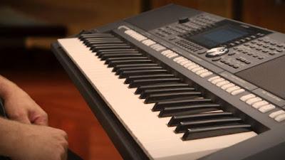 Nên học đàn Organ hay Piano