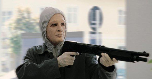 Σκηνές «Ελ Πάσο» στα Βίλια: Ένοπλη ληστεία στα ΕΛΤΑ, ανταλλαγή πυροβολισμών με αστυνομικούς και ένας νεκρός
