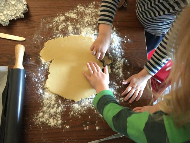Weihnachten mit Kindern - Plätzchen backen